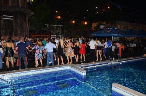 Pensiune cu piscina pentru nunti