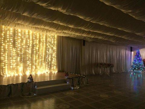 Local mese festive Divine Ballroom