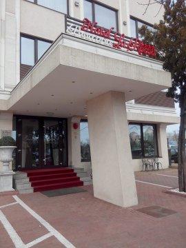 Intrare restaurant La Rocca din Craiova