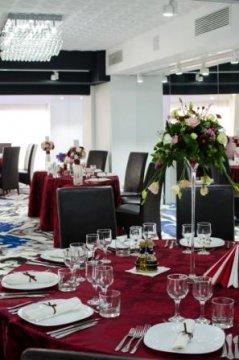 Aranjament mese restaurant Craiova Hotel Andres