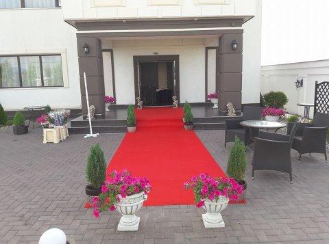 Covor rosu invitati Restaurant White House Craiova