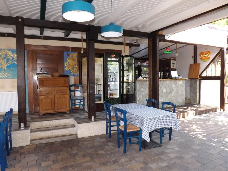 Terasa Taverna to Petrino Craiova