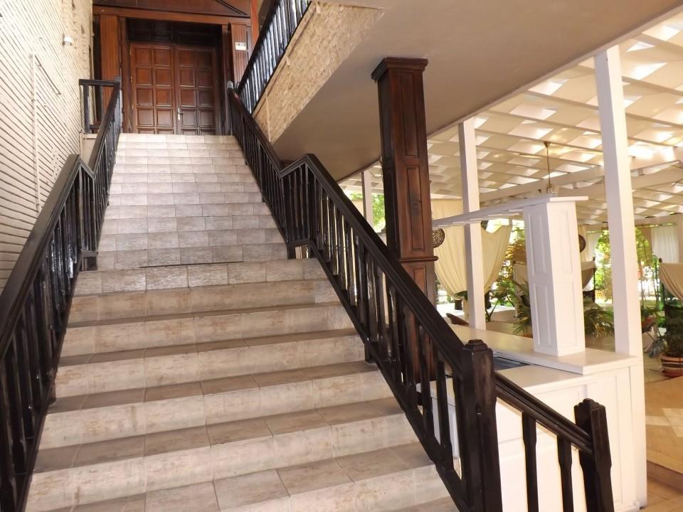Scari spre Restaurant interior Grant Sala Craiova