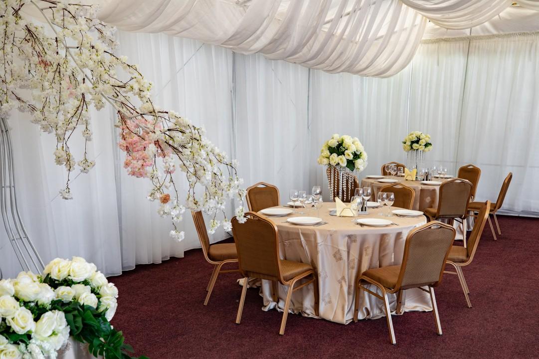 Interior cort Craiova aranjamente nunti